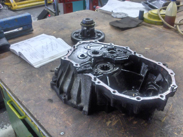 Lower casing of gearbox with diff