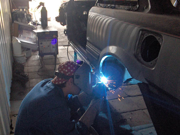 Friend welding on car