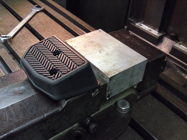 Solid aluminum block for footrest on milling machine