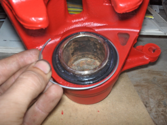 Retaining ring for dust boot